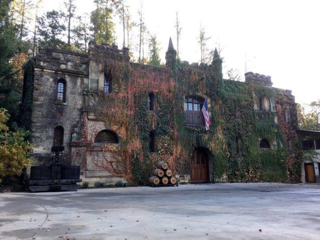 Château Montelena in Calistoga - Joe Content